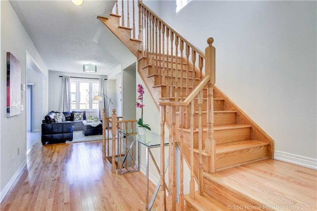 Semi-detached at 713 Yarfield Cres, Newmarket, Ontario. Image 16