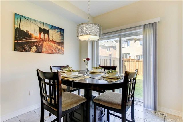 Semi-detached at 713 Yarfield Cres, Newmarket, Ontario. Image 5