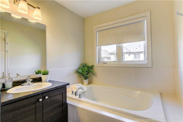 Semi-detached at 713 Yarfield Cres, Newmarket, Ontario. Image 11