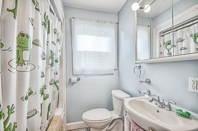 Detached at 19336 Holland Landing Rd, East Gwillimbury, Ontario. Image 5