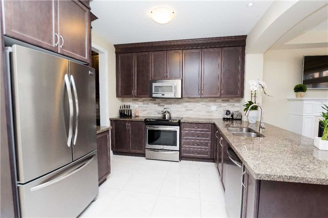 Townhouse at 42 Wells Orchard Cres, King, Ontario. Image 14