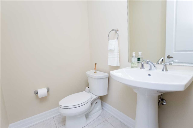 Townhouse at 42 Wells Orchard Cres, King, Ontario. Image 3