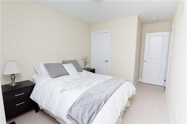 Townhouse at 42 Wells Orchard Cres, King, Ontario. Image 7
