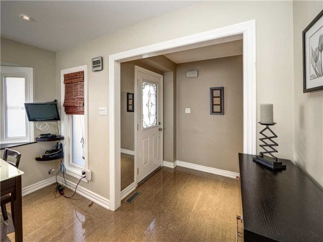 Link at 102 Clarion Cres, Markham, Ontario. Image 12