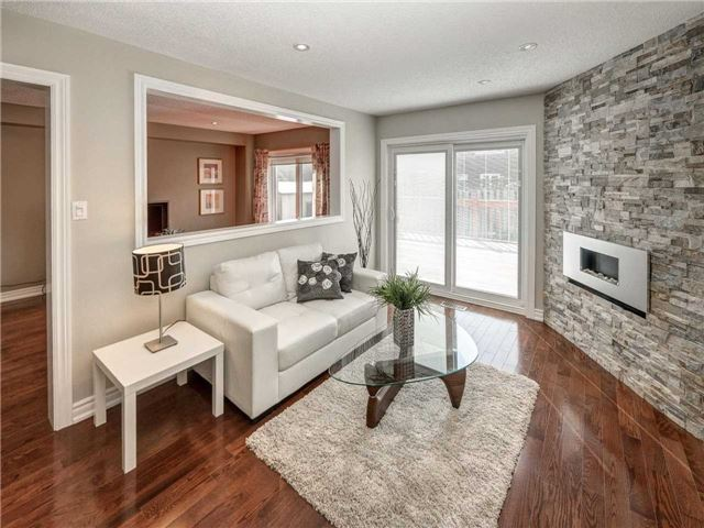 Link at 102 Clarion Cres, Markham, Ontario. Image 2