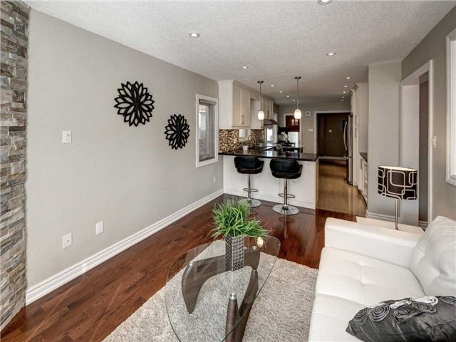 Link at 102 Clarion Cres, Markham, Ontario. Image 3