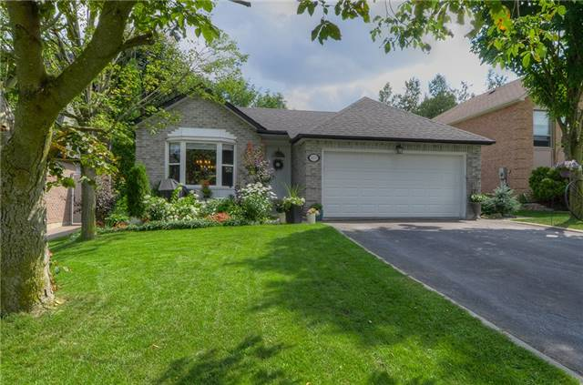 Detached at 377 Harewood Blvd, Newmarket, Ontario. Image 1