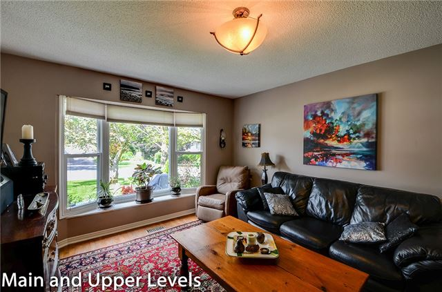 Detached at 377 Harewood Blvd, Newmarket, Ontario. Image 15