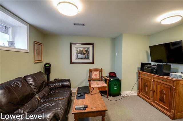 Detached at 377 Harewood Blvd, Newmarket, Ontario. Image 2