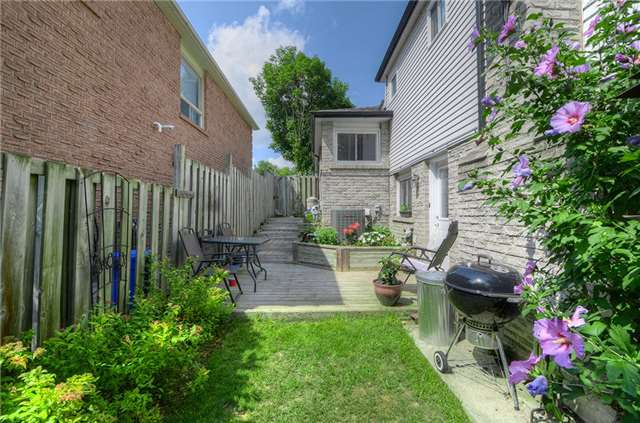 Detached at 377 Harewood Blvd, Newmarket, Ontario. Image 9