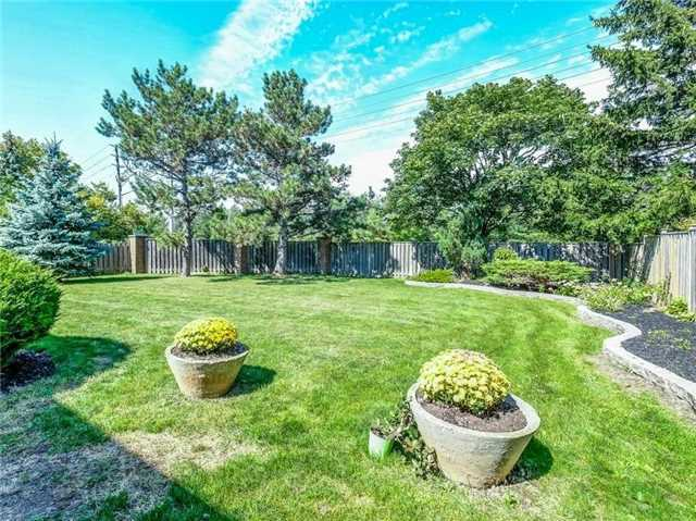 Detached at 1 Ritter Cres, Markham, Ontario. Image 13