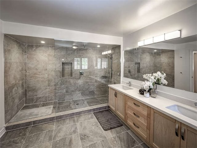 Detached at 158 Jefferson Forest Dr, Richmond Hill, Ontario. Image 3