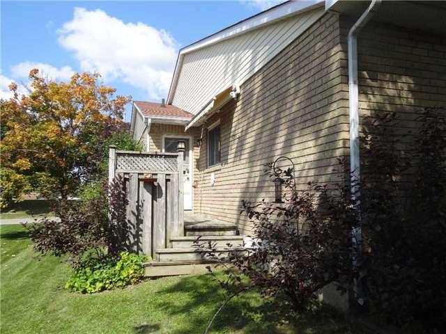 Condo Townhouse at 51 Adams Crt, Uxbridge, Ontario. Image 9