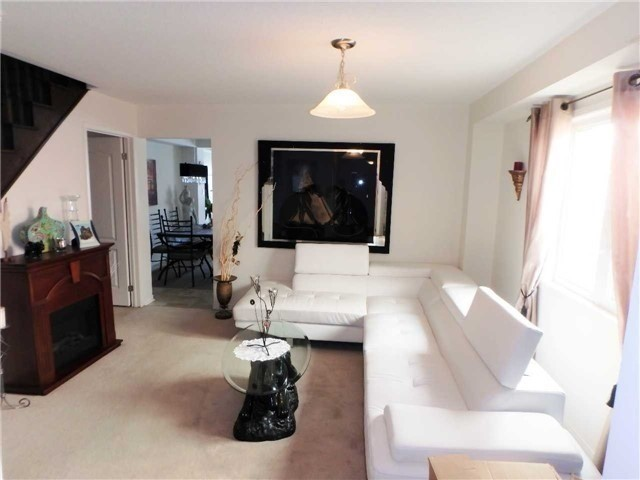 Semi-detached at 98 Russel Dr, Bradford West Gwillimbury, Ontario. Image 2