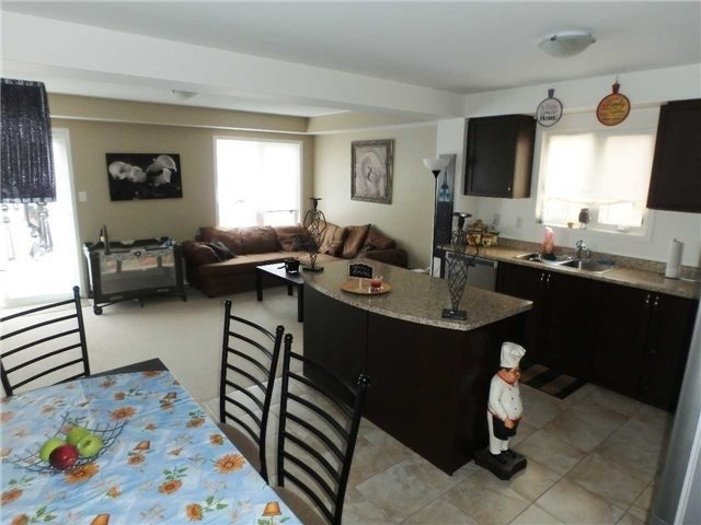 Semi-detached at 98 Russel Dr, Bradford West Gwillimbury, Ontario. Image 3
