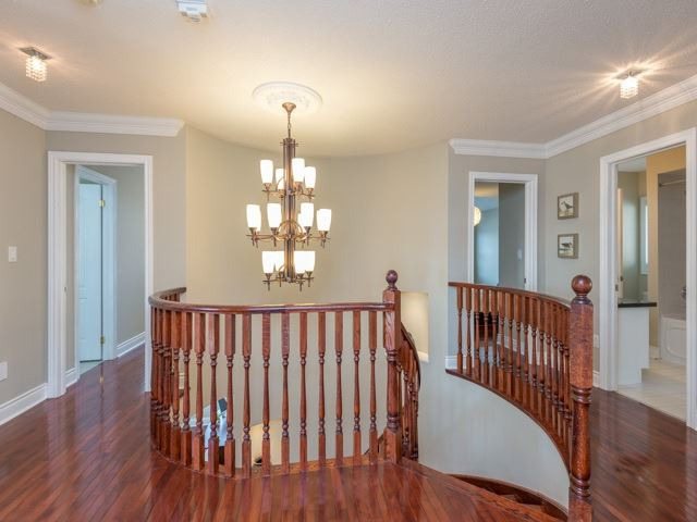 Detached at 204 Jefferson Forest Dr, Richmond Hill, Ontario. Image 2