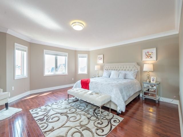 Detached at 204 Jefferson Forest Dr, Richmond Hill, Ontario. Image 3