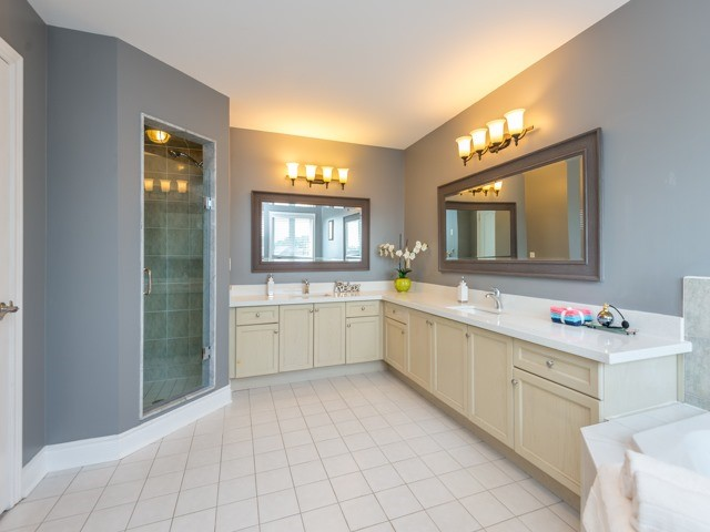 Detached at 204 Jefferson Forest Dr, Richmond Hill, Ontario. Image 4