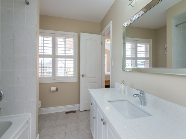 Detached at 204 Jefferson Forest Dr, Richmond Hill, Ontario. Image 6