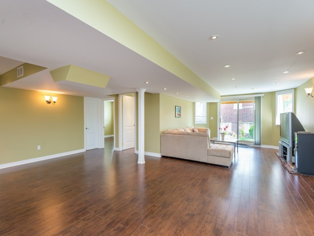 Detached at 204 Jefferson Forest Dr, Richmond Hill, Ontario. Image 10