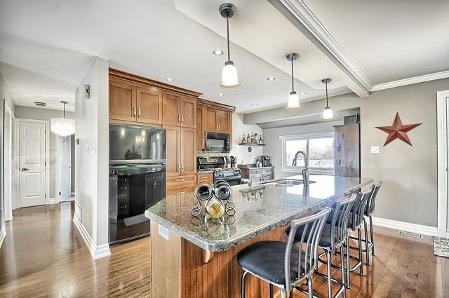 Detached at 165 Hilltop Dr, East Gwillimbury, Ontario. Image 8