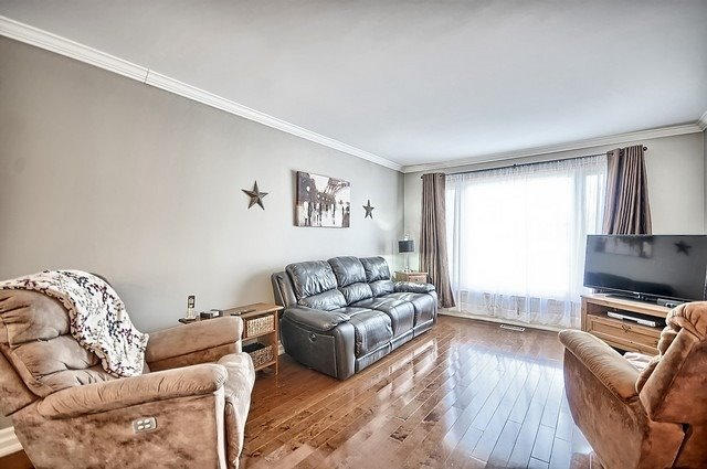 Detached at 165 Hilltop Dr, East Gwillimbury, Ontario. Image 11