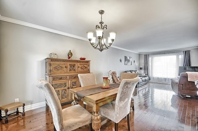 Detached at 165 Hilltop Dr, East Gwillimbury, Ontario. Image 12