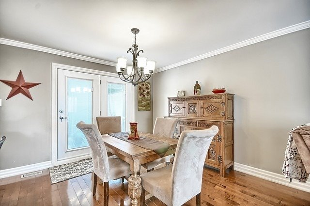 Detached at 165 Hilltop Dr, East Gwillimbury, Ontario. Image 13