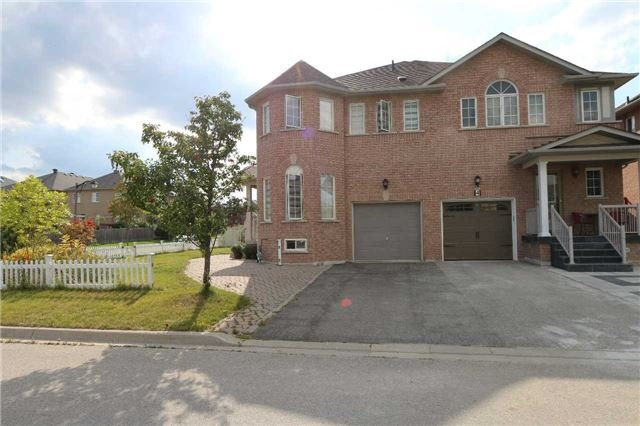Semi-detached at 2 Cobblehill Crt, Markham, Ontario. Image 12