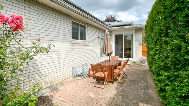 Detached at 103 Romfield Crct, Markham, Ontario. Image 8