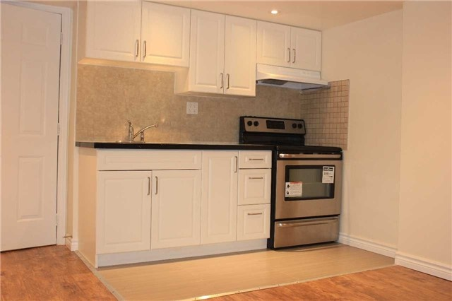 Link at 55 Holst Ave, Markham, Ontario. Image 8
