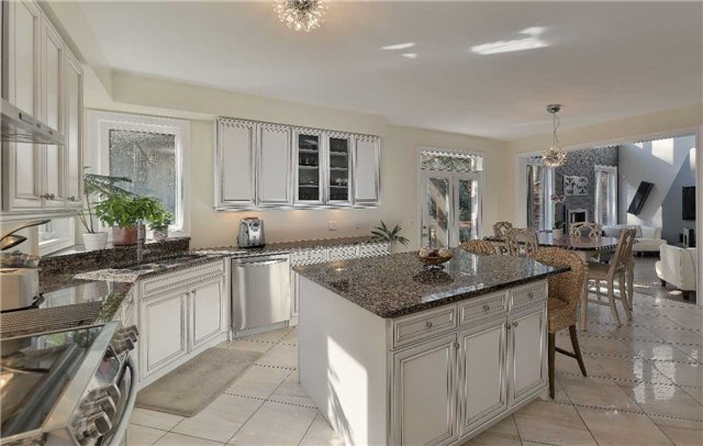 Detached at 32 Pheasant Dr, Richmond Hill, Ontario. Image 3