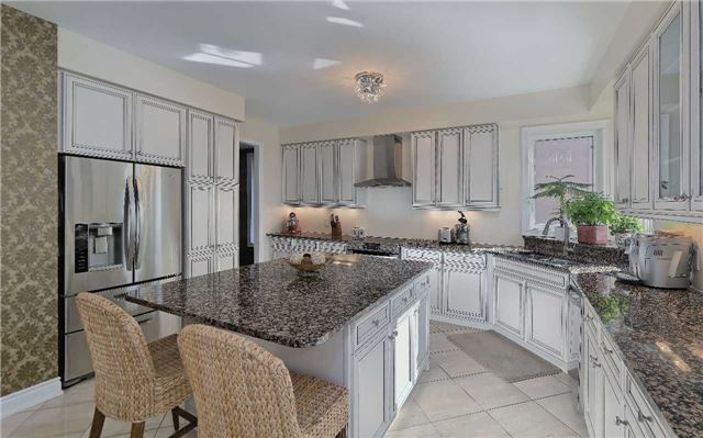 Detached at 32 Pheasant Dr, Richmond Hill, Ontario. Image 4