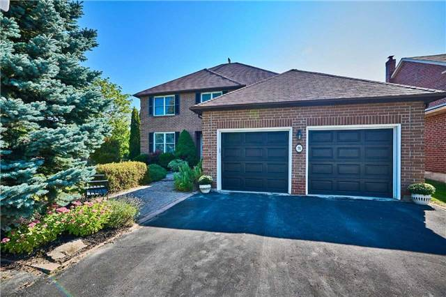 Detached at 70 Mcclenny Dr, Aurora, Ontario. Image 1