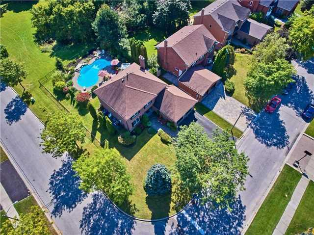 Detached at 70 Mcclenny Dr, Aurora, Ontario. Image 12