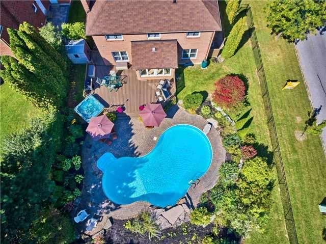 Detached at 70 Mcclenny Dr, Aurora, Ontario. Image 16