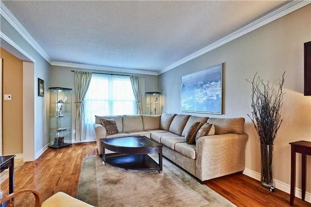 Detached at 70 Mcclenny Dr, Aurora, Ontario. Image 19