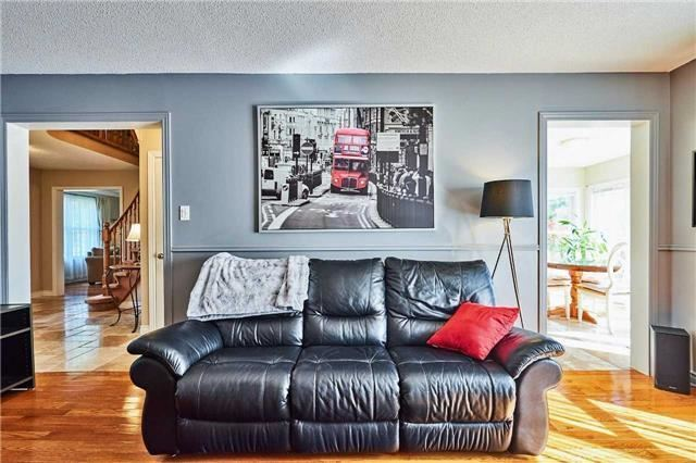 Detached at 70 Mcclenny Dr, Aurora, Ontario. Image 20