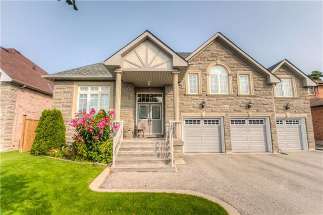 Detached at 66 Canterbury Crt, Richmond Hill, Ontario. Image 1