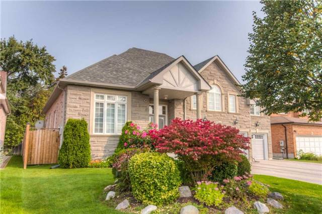 Detached at 66 Canterbury Crt, Richmond Hill, Ontario. Image 12