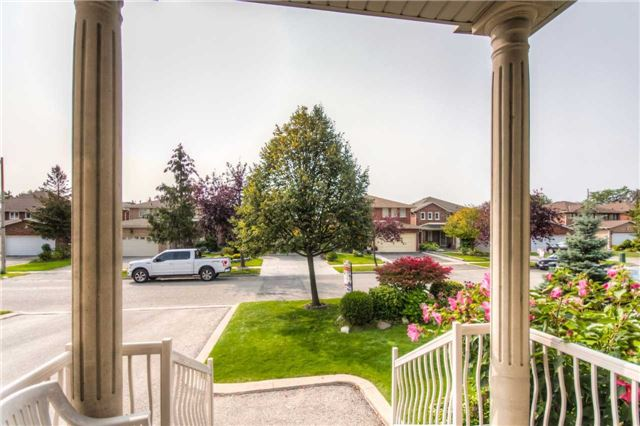 Detached at 66 Canterbury Crt, Richmond Hill, Ontario. Image 14