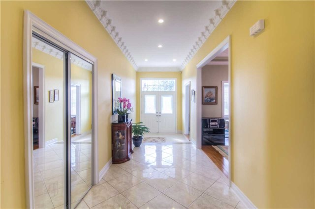 Detached at 66 Canterbury Crt, Richmond Hill, Ontario. Image 15