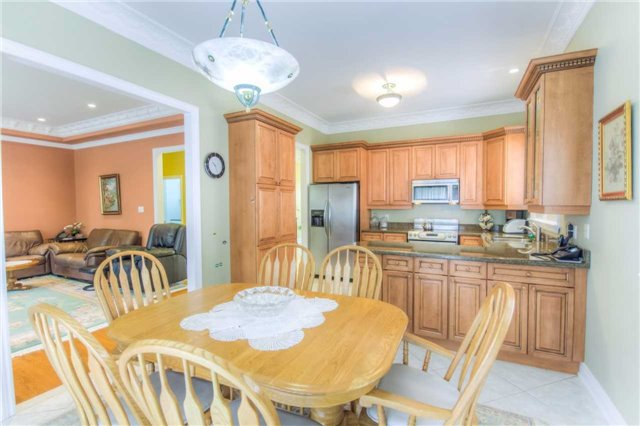 Detached at 66 Canterbury Crt, Richmond Hill, Ontario. Image 18