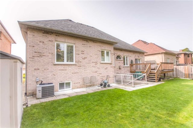 Detached at 66 Canterbury Crt, Richmond Hill, Ontario. Image 10