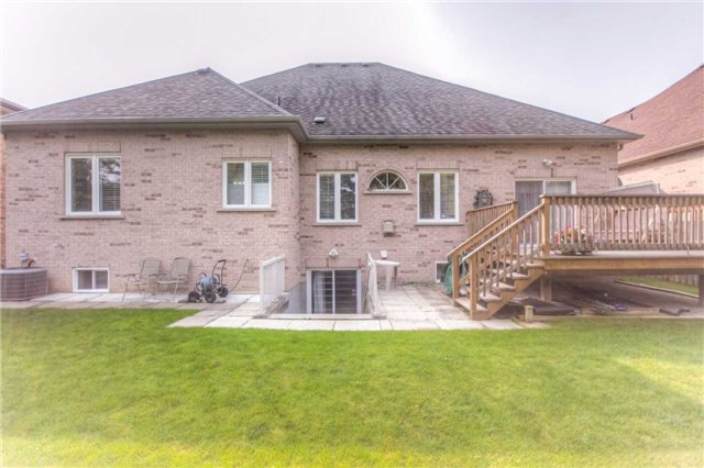 Detached at 66 Canterbury Crt, Richmond Hill, Ontario. Image 11