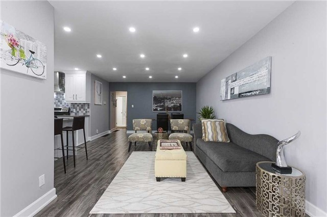 Semi-detached at 302 Demaine Cres, Richmond Hill, Ontario. Image 10