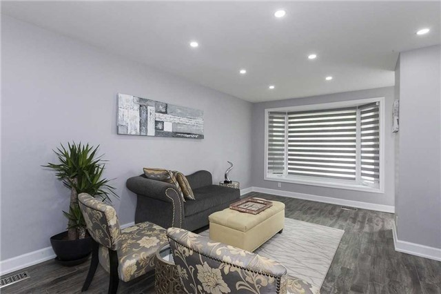 Semi-detached at 302 Demaine Cres, Richmond Hill, Ontario. Image 11