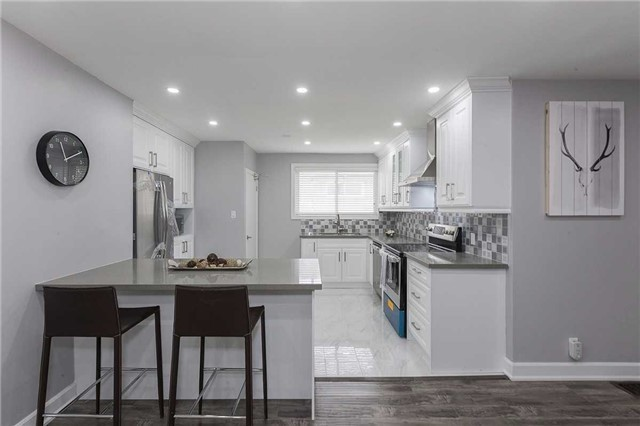 Semi-detached at 302 Demaine Cres, Richmond Hill, Ontario. Image 12