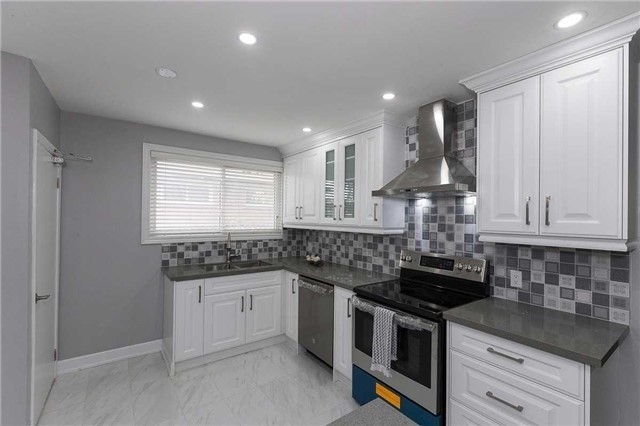 Semi-detached at 302 Demaine Cres, Richmond Hill, Ontario. Image 13