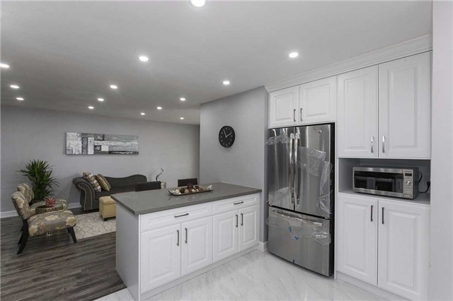 Semi-detached at 302 Demaine Cres, Richmond Hill, Ontario. Image 14